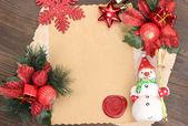 Quadro com decorações de papel e natal vintage em fundo de madeira — Foto Stock