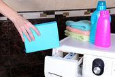 Female hands poured powder in washing machine close-up — Stok fotoğraf