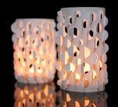 Decoración del hogar, luces de velas sobre fondo negro — Foto de Stock