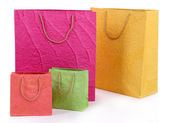 Coloré sacs à provisions, isolés sur blanc — Photo
