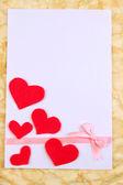 красивый романтический фон с декоративными сердечками — Стоковое фото