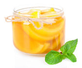 Geléia de limão saboroso isolada no branco — Fotografia Stock
