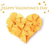 Délicieuses pommes chips en forme de cœur isolé sur blanc — Photo