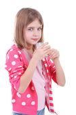 Belle petite fille isolé sur blanc de lait de consommation — Photo