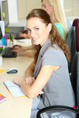 Affärsmän på arbetsplatsen — Stockfoto