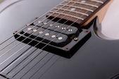 Guitare électrique isolé sur fond noir — Photo