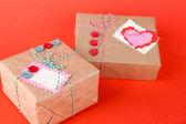 Papírové dárkové krabice na barvu pozadí — Stock fotografie
