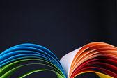 Papel de arte colorido sobre fondo negro — Foto de Stock