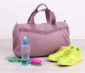Sports bag with sports equipment in gymnasium — Zdjęcie stockowe
