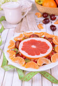 Sweet fresh fruits on plate on table close-up — Foto Stock