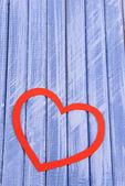 Papier-herzen auf hölzernen hintergrund — Stockfoto