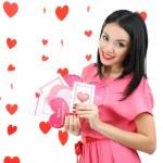 atrakcyjna młoda kobieta z karty na Walentynki — Zdjęcie stockowe #40848529