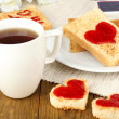 Delicious toast with jam and cup of tea on table close-up — Stock Photo #40930089
