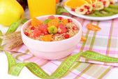 Delicious oatmeal with fruit in bowl on table close-up — Foto de Stock