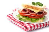 Saboroso sanduíche com presunto, isolado no branco — Fotografia Stock