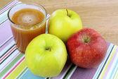 Cerrar saludable jugo de manzanas — Foto de Stock
