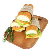 Taze ve lezzetli sandviç üzerine beyaz izole — Stok fotoğraf