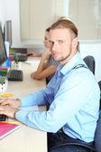 Ludzie biznesu w miejscu pracy — Zdjęcie stockowe