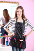 Beautiful girl hairdresser in beauty salon — Foto Stock