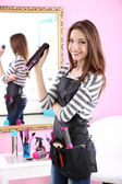 Beautiful girl hairdresser in beauty salon — Stok fotoğraf