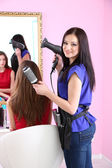 Beautiful woman hairdresser do hairstyle girl in beauty salon — Photo