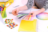 Woman designer selects color in workplace — Foto de Stock