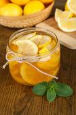 Gustosa marmellata di limone sul tavolo close-up — Foto Stock