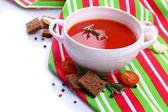 вкусный томатный суп, изолированные на белом — Стоковое фото