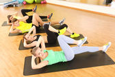 Group of young people engaged in the gym — Stockfoto