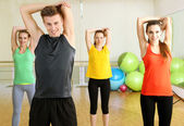 Young beautiful peoples engaged in gym — Stock Photo