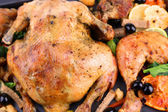 Whole roasted chicken with vegetables on tray, close-up — Stock Photo