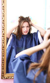 Woman makes hairstyle in beauty salon — Stock Photo