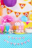 Festive table setting for birthday on celebratory decorations  — Stockfoto