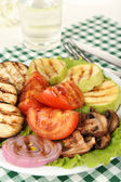 Delicious grilled vegetables on plate on table close-up — Foto Stock