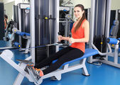 Young woman training with weights in gym — Stock Photo