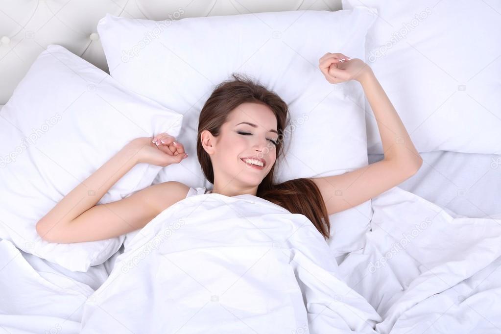 Проснулся в постели с фото 6-547