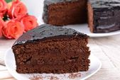 Delicious chocolate cake on plate on table close-up — Foto Stock