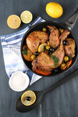 Homemade fried chicken drumsticks with vegetables on pan, on wooden background — Stock Photo
