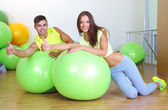 Girl and guy in fitness room — Stock Photo