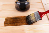 Applying protective varnish to wooden board close-up — Stock Photo