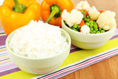 Cooked rice with vegetables on wooden table close up — Stockfoto