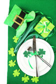 Table setting for St Patricks Day with white background — Stock Photo