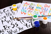 Alphabet Wasserfarben auf hölzernen Hintergrund — Stockfoto