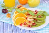 Sweet fresh fruits on plate on table close-up — ストック写真