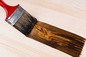 Applying protective varnish to wooden board close-up — Stockfoto