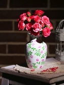 Beautiful still life with small pink roses — Stock Photo
