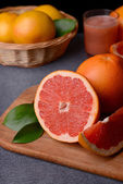 Ripe grapefruit on table close-up — Stock Photo