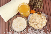 Homemade facial mask with oats and honey,on color wooden background — Stock Photo
