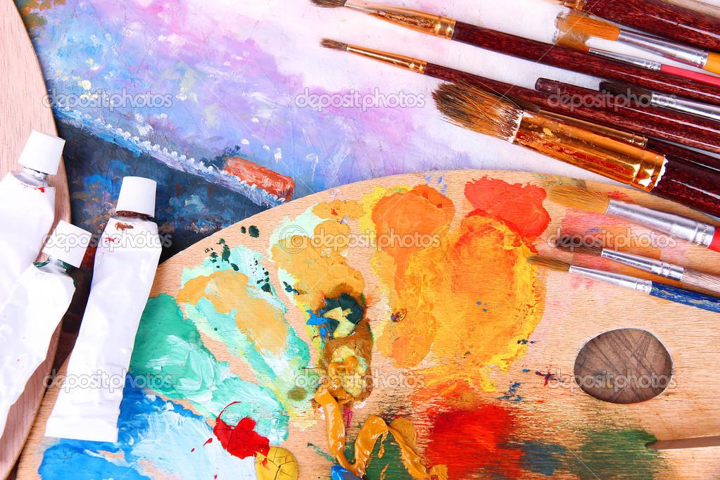Mat riel artistique palette peinture pinceaux et art for Materiel de peinture maison