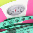 Measuring tape and scales close-up on wooden table — Stock Photo